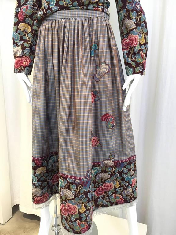 1970s Geoffrey Beene Floral Print Wool Crepe Blouse and Skirt Set In Good Condition For Sale In Beverly Hills, CA
