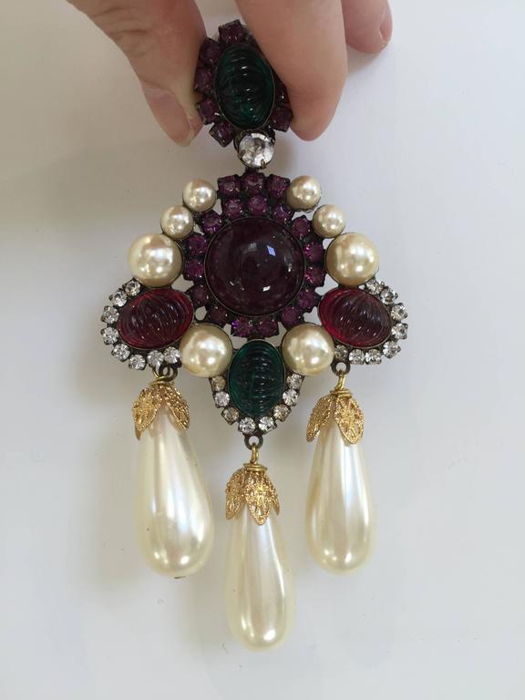 80s Larry Vrba faux pearl cabochon clip on chandelier earrings.