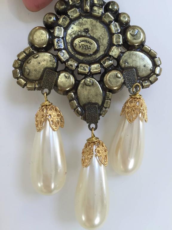 Art Deco 80s Larry Vrba faux pearl cabochon chandelier earrings For Sale