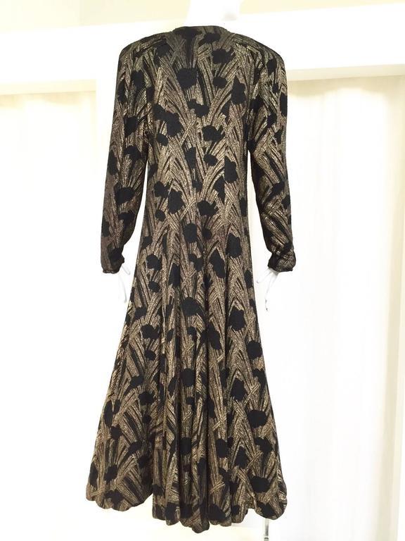 1930s black and gold lamè velvet evening coat. coat lined in silk velvet. Bust: 36