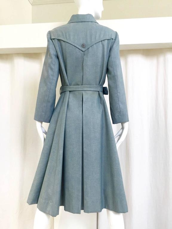 Gray 1970s Donald Brooks light blue cotton trench coat For Sale