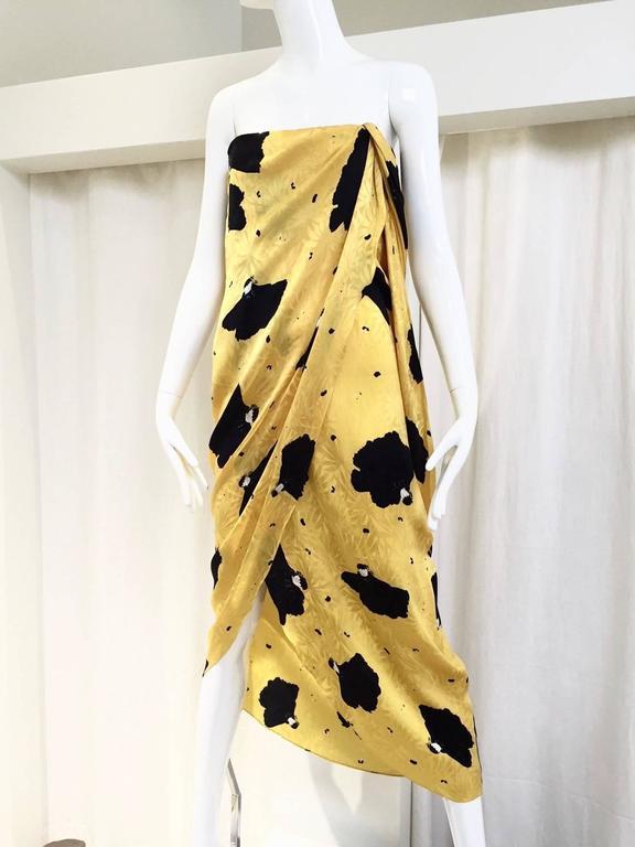 3075302ddf Vintage Bill Blass Yellow and Black Strapless print Silk Dress. Size Small    US 4