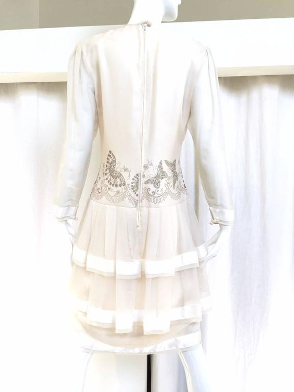 80s Zandra Rhodes off white silk dress with butterfly print In Good Condition For Sale In Beverly Hills, CA