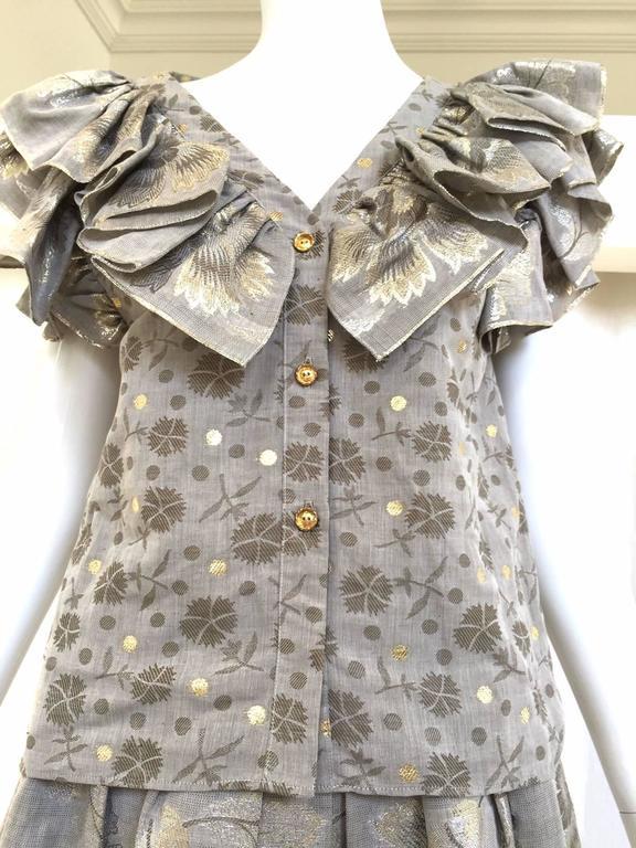Gray 70s Oscar De La Renta grey and gold metallic linen 2 pcs For Sale