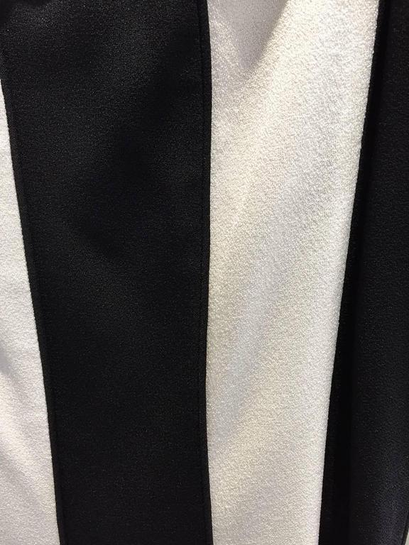 1990s VALENTINO Black and White Strapless Gown In Excellent Condition For Sale In Beverly Hills, CA
