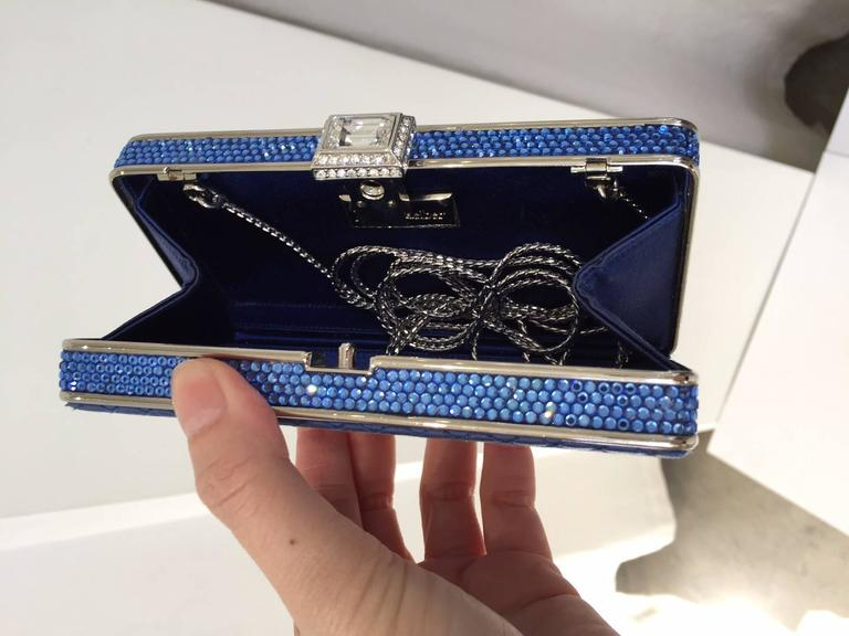 Judith Leiber blue satin evening clutch In Good Condition For Sale In Beverly Hills, CA