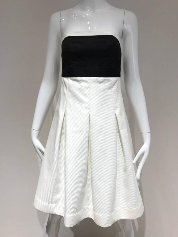 Vintage 1990s CHANEL Black and White Cotton Halter Cocktail dress In Excellent Condition For Sale In Beverly Hills, CA
