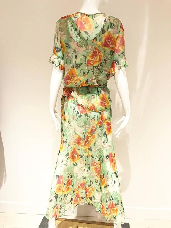 Beige 1930s green silk floral print dress with wrap jacket For Sale