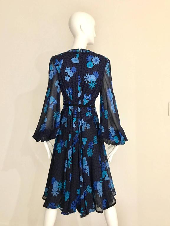 1970s Bessi black and blue floral print silk jersey dress For Sale 1