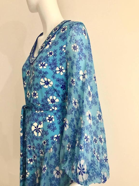 Women's 1970s Light silk jersey Bessi blue and white floral  print summer dress For Sale