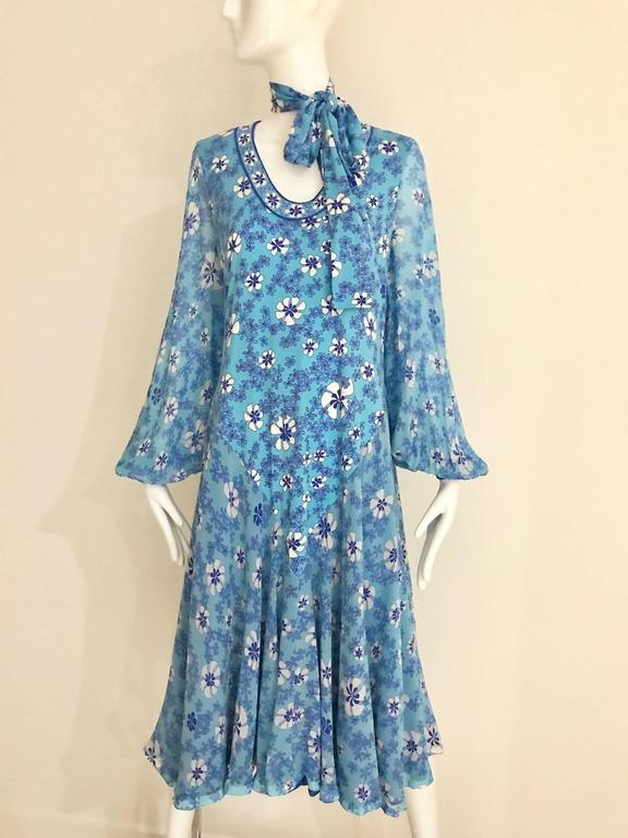 1970s Light silk jersey Bessi blue and white floral  print summer dress For Sale 2