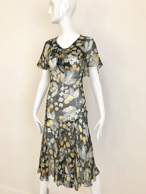 Beautiful vintage floral print in yellow, grey, and white . small bow on the neck line, flutter sleeves and slip on dress. Dress has no snap or zipper.  Size: XSmall or small for petite  Bust 32 inch / Waist: 24 inch  / Hip 33 inch / Dress length:
