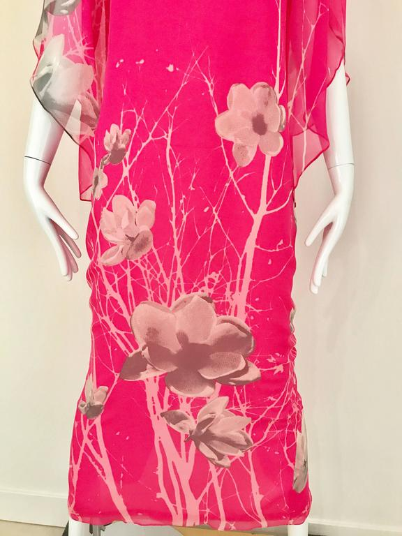 Vintage 1970s Hanae Mori bright hot pink and grey floral print Caftan style maxi dress.  Dress has  3/4 sleeves and button at the back.   Measurement: Bust: 36 inch  / Waist: 34 inch  / Hip: 37 / Dress Length is 54 inch Fit Modern Size : 4/6  Small