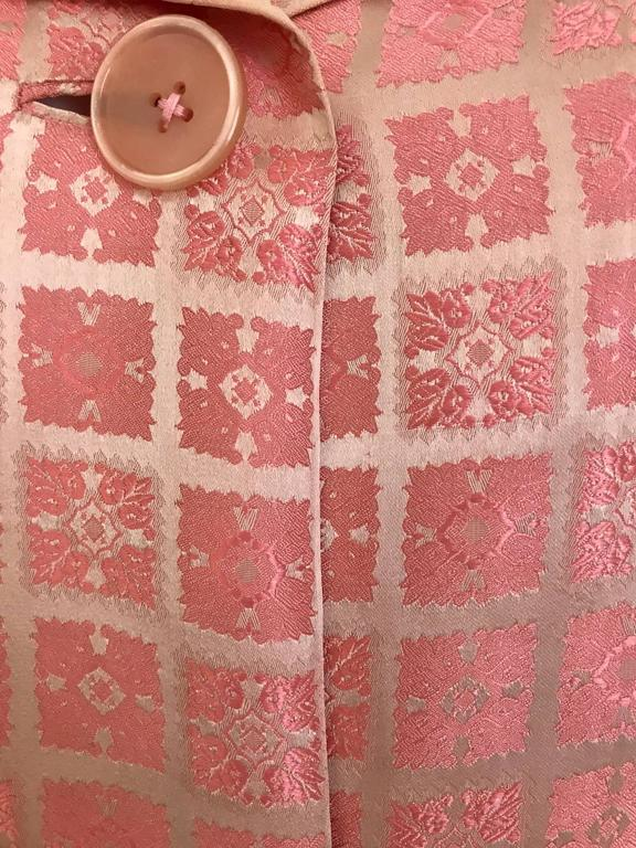 1970s CHRISTIAN DIOR Pink Mosaic Checkered Print Silk jacquared Coat For Sale 3