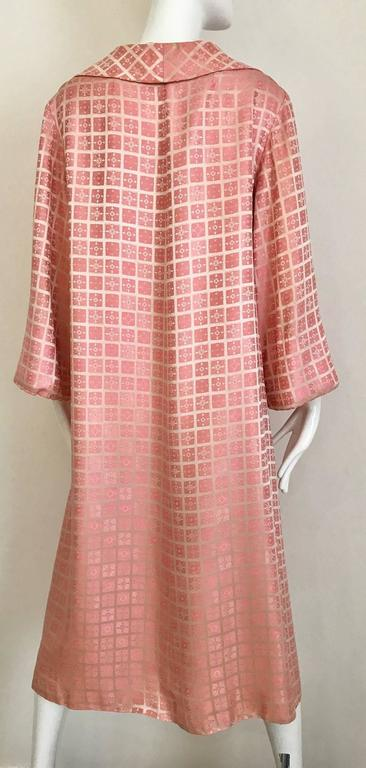 1970s CHRISTIAN DIOR Pink Mosaic Checkered Print Silk jacquared Coat In Excellent Condition For Sale In Beverly Hills, CA