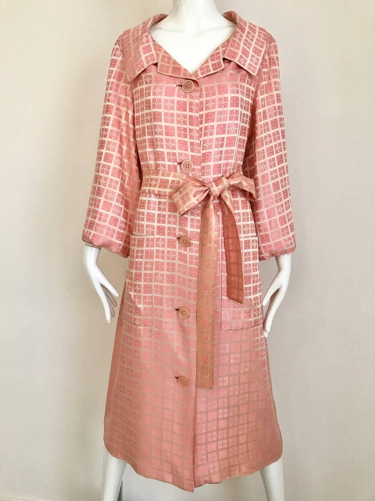 1970s CHRISTIAN DIOR Pink Mosaic Checkered Print Silk jacquared Coat For Sale 1