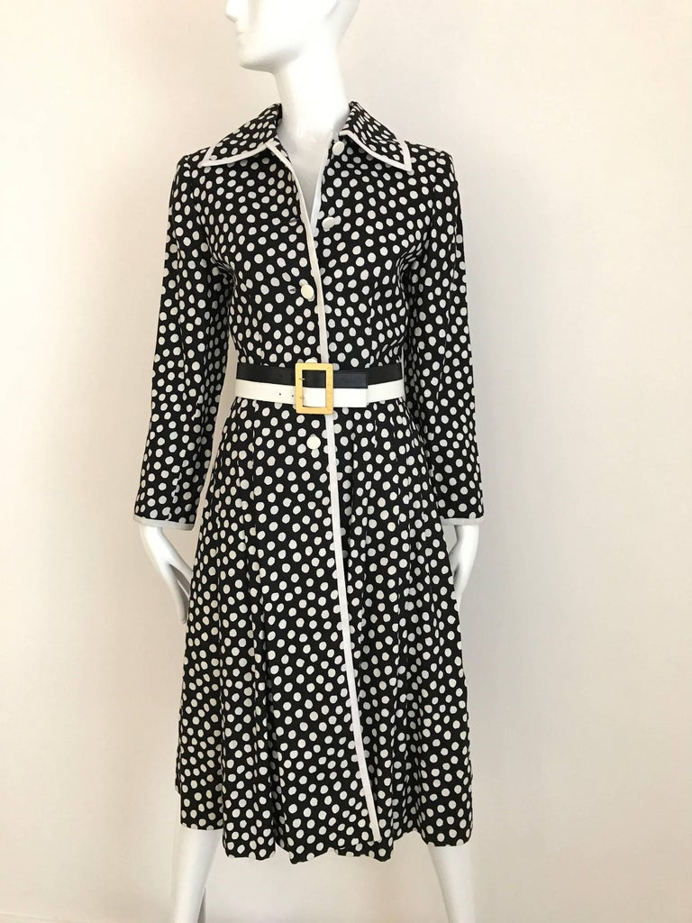 1970s GIVENCHY Black and White Dot Linen Coat Dress In Good Condition For Sale In Beverly Hills, CA