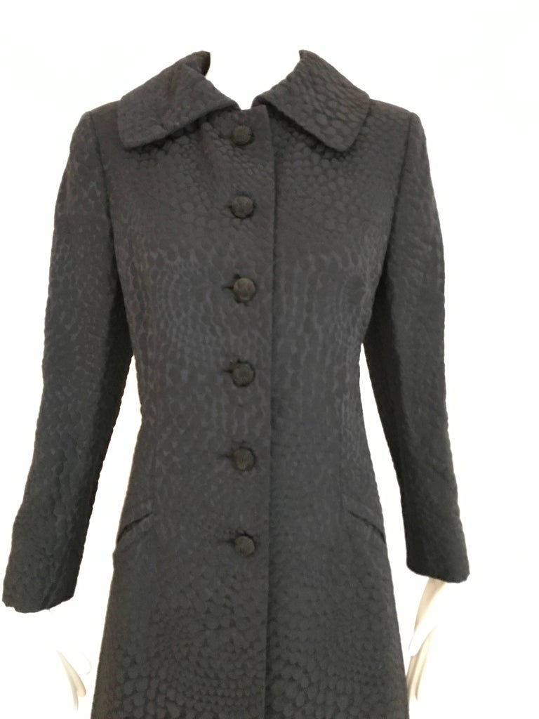 1960s Black Cotton Jacquard Fitted Long Coat, 60s In Excellent Condition For Sale In Beverly Hills, CA