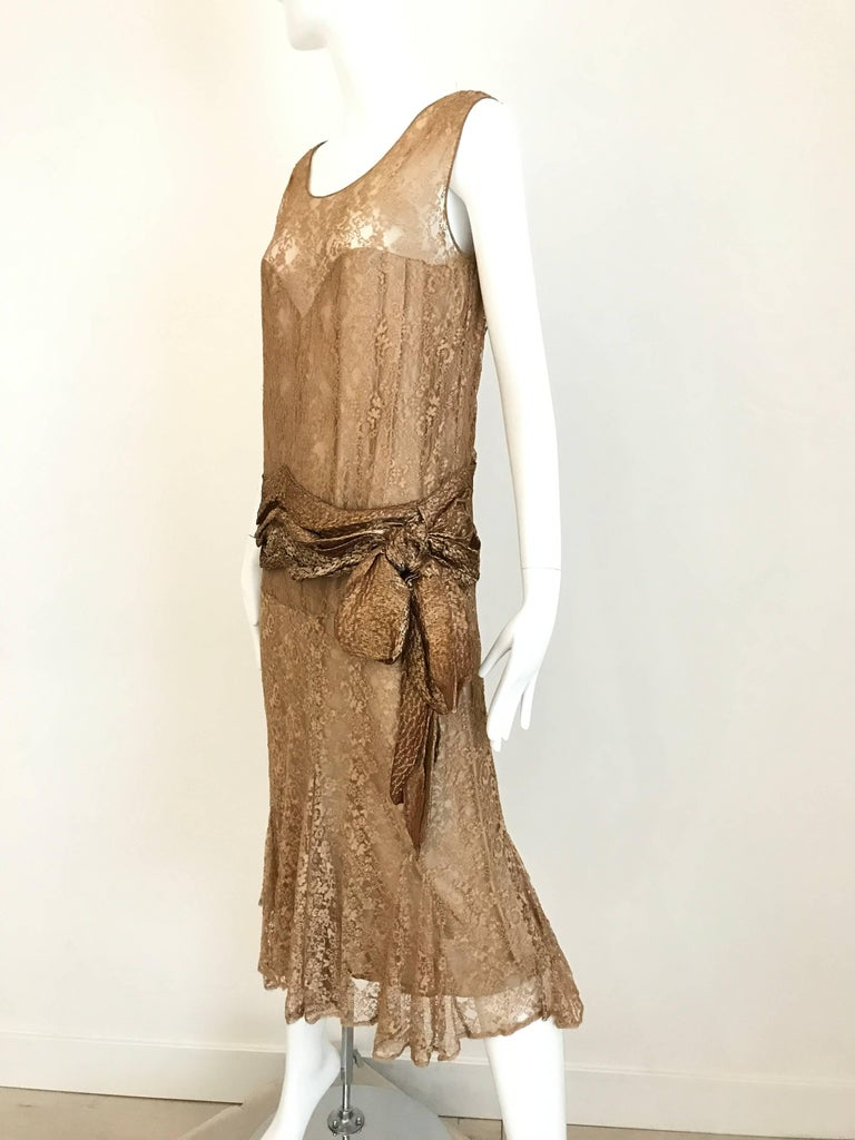 1920s Beautiful mocha brown metallic sleeveless lace flapper cocktail dress. Fit Size: 6 Bust 38 inch / Waist 34 inch / Hip 34 inch / Length 45 inch