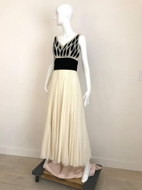 1950s Philip Hulitar Ivory and Black Velvet Pearl Encrusted Beaded Gown In Good Condition For Sale In Beverly Hills, CA