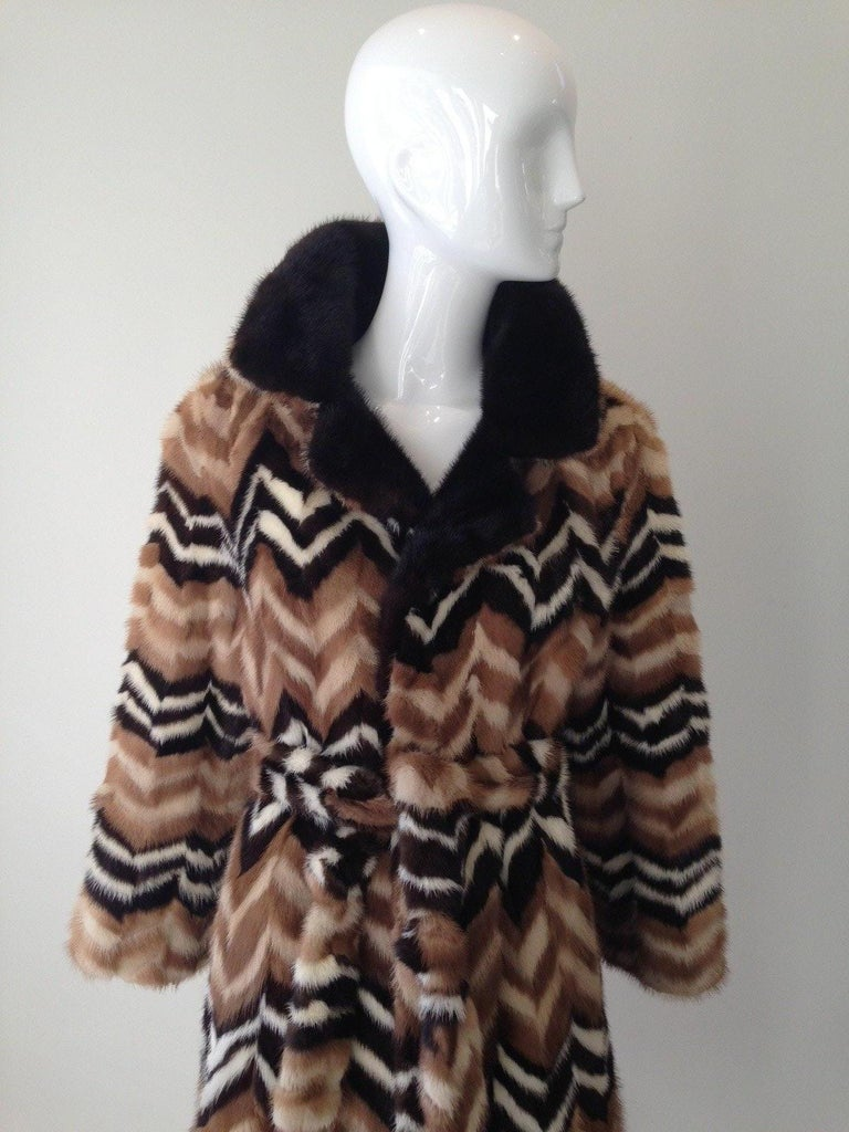 1970s Mink coat in chevron print. There are stains inside the lining (see image) Fit size 4 to 8 US size Shoulder width : 17