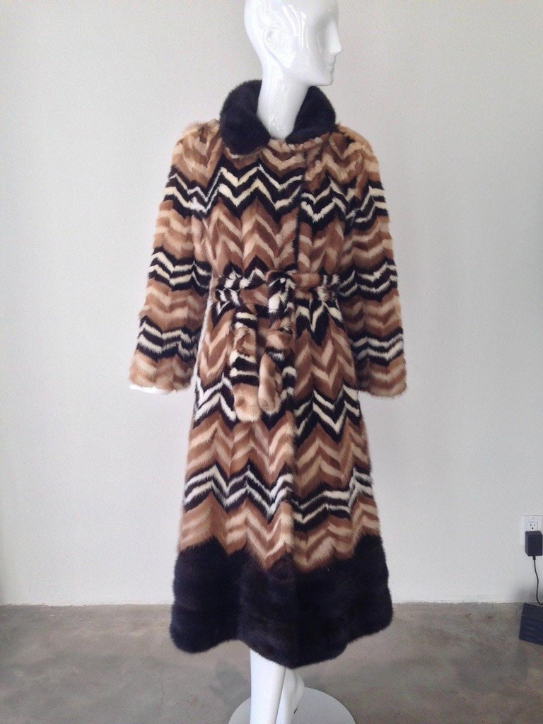 Vintage Brown and creme chevron Mink coat, 1970s   In Good Condition For Sale In Beverly Hills, CA