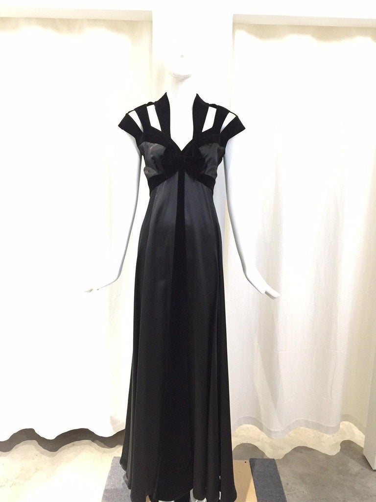 1990s THIERRY MUGLER Black Silk Gown with Cut Out Shoulder In Excellent Condition For Sale In Beverly Hills, CA