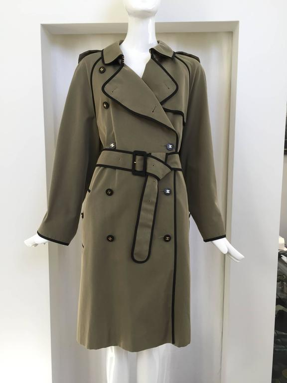 Beautiful Olive green cotton Chanel Trench coat with black piping. Chanel button. 2 pockets. Belt. Size :46  Fit best : US 8/10/12