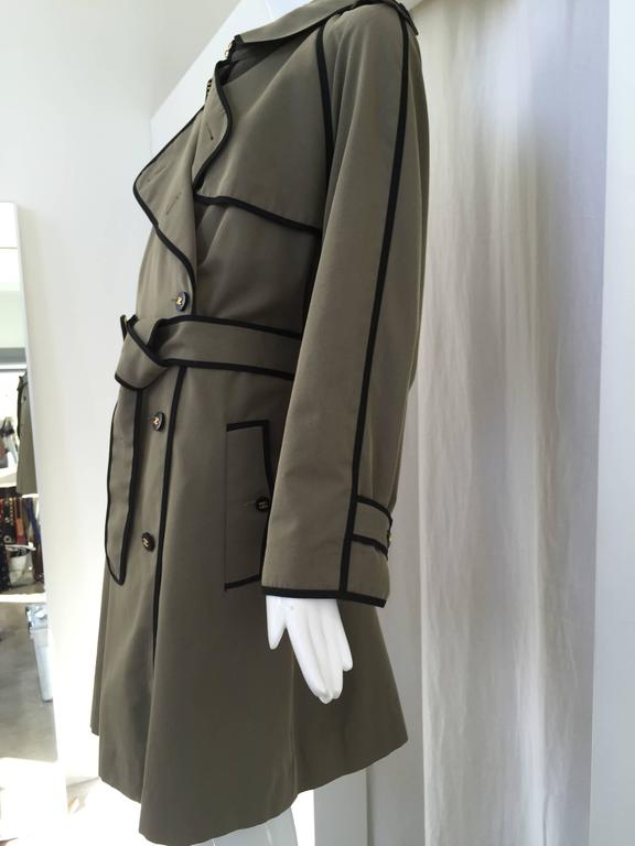 1980s CHANEL olive green cotton trench coat In Good Condition For Sale In Beverly Hills, CA