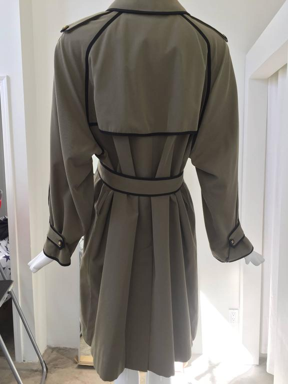 Women's 1980s CHANEL olive green cotton trench coat For Sale