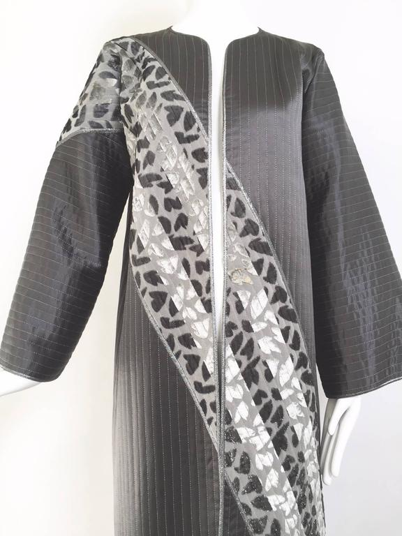 1990s Geoffrey Beene charcoal grey silk coat. size : 8/10 small yellow stains (see pics#2)