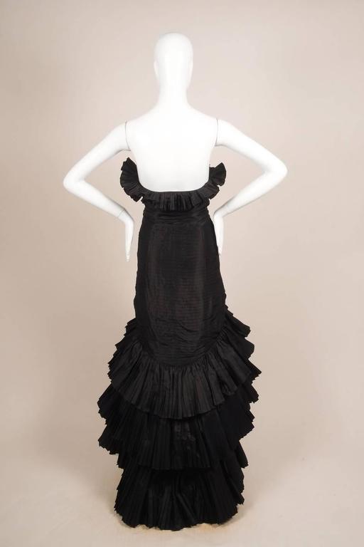 Oscar de la Renta Black Tiered Pleated Tulle Trim Strapless Mermaid Gown 3