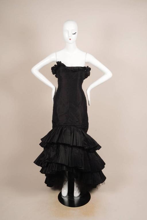 Oscar de la Renta Black Tiered Pleated Tulle Trim Strapless Mermaid Gown 2