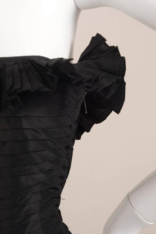 Oscar de la Renta Black Tiered Pleated Tulle Trim Strapless Mermaid Gown 4