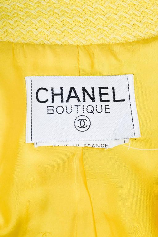 Vintage Chanel Boutique Yellow Tweed 'CC' Button Cropped Structured Jacket 5