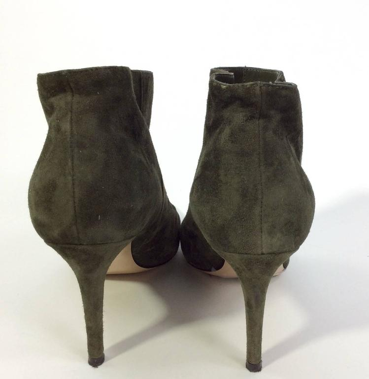 Women's Gianvito Rossi Olive Suede Pointed Bootie For Sale
