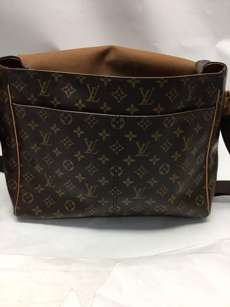 4356b94091c Louis Vuitton Monogram Canvas Abbesses Messenger Bag For Sale at 1stdibs