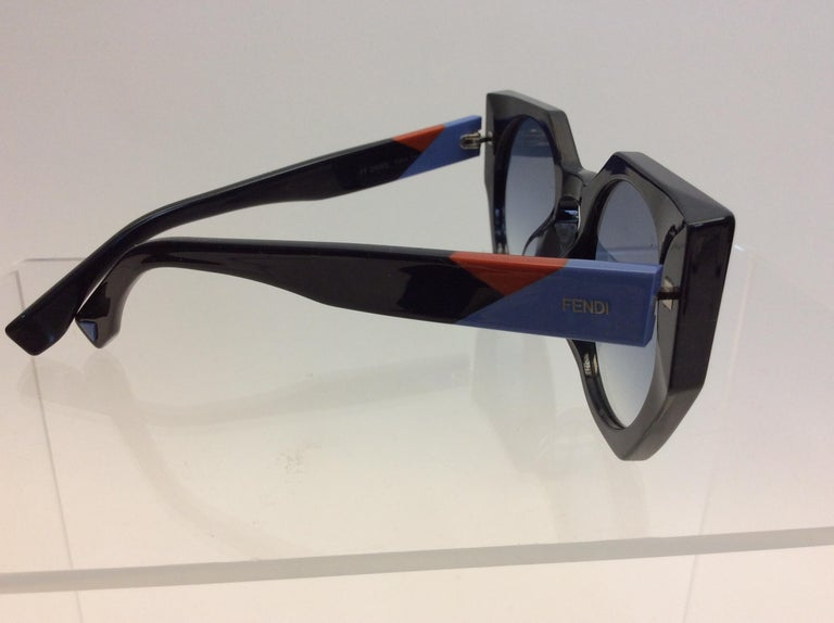 Fendi Navy Blue Sunglasses In Excellent Condition For Sale In Narberth, PA