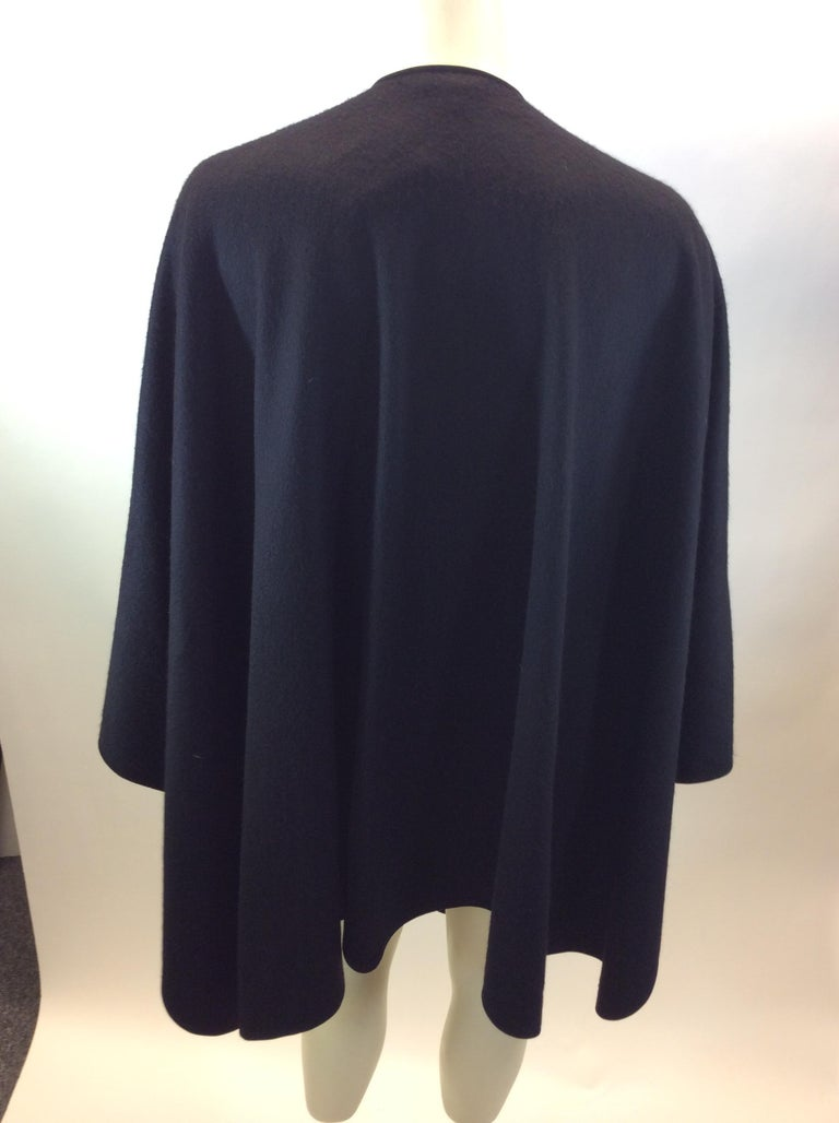 Loro Paina Black Cashmere Shawl In Good Condition For Sale In Narberth, PA