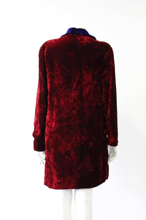 Istante By Gianni Versace Crushed Velvet Evening Coat Fall/Winter 1997 In New Never_worn Condition For Sale In Athens, Agia Paraskevi