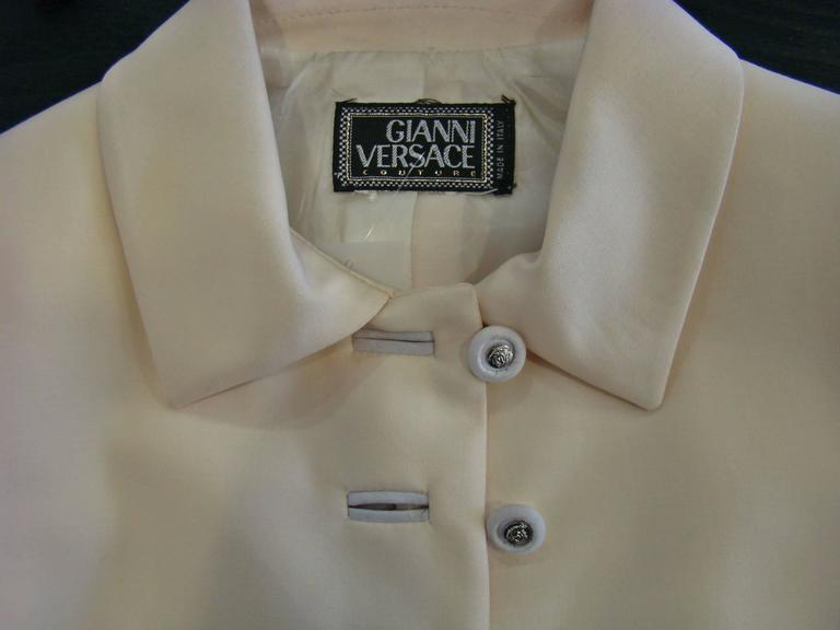 Gianni Versace Couture Cool Wool Creme Short Jacket For Sale 1