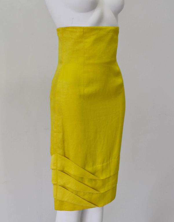 Exceptional Gianni Versace Haute Yellow High Waisted Linen Skirt In New Never_worn Condition For Sale In Athens, Agia Paraskevi