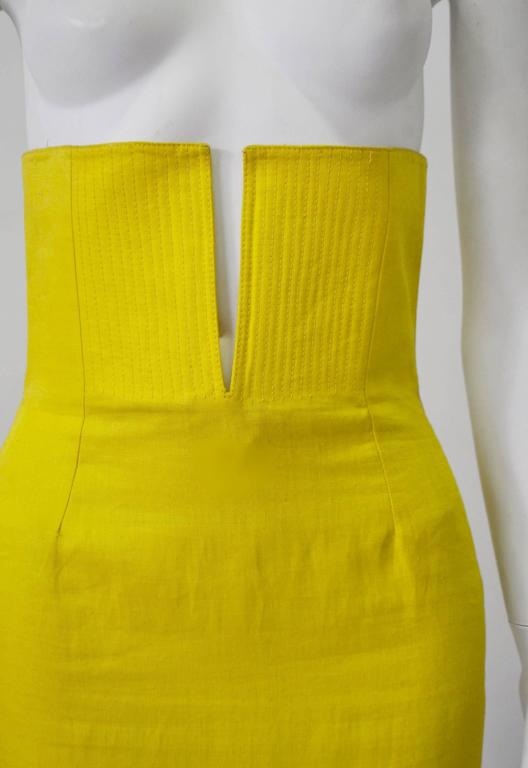 Exceptional Gianni Versace Haute Yellow High Waisted Linen Skirt In Excellent Condition For Sale In Athens, GR