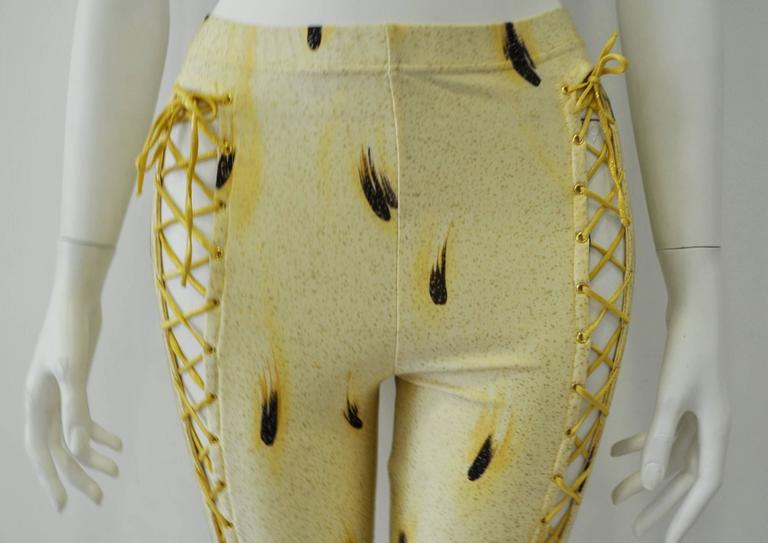 One of a Kind Gianni Versace Couture Abstract Plume Print Bondage Leggings In Excellent Condition For Sale In Athens, Agia Paraskevi