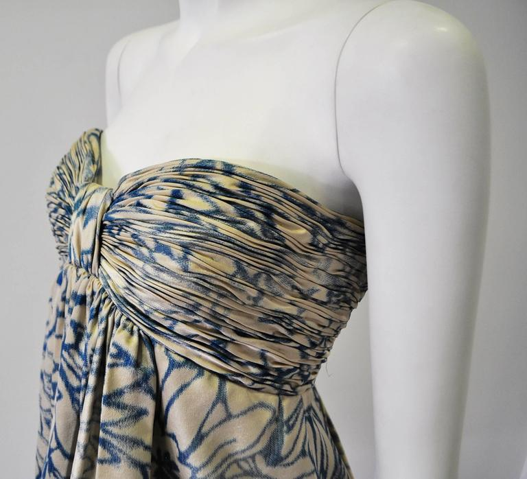 Unique Oscar de la Renta Strapless Floral Print Bubble Skirt Dress In Excellent Condition For Sale In Athens, Agia Paraskevi