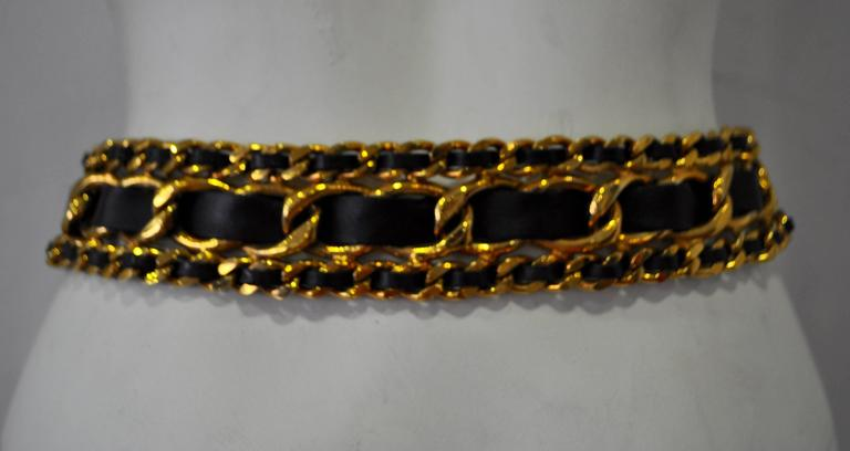 Women's Classic Chanel Chunky Gold Tone Chain Link Black Leather Belt For Sale