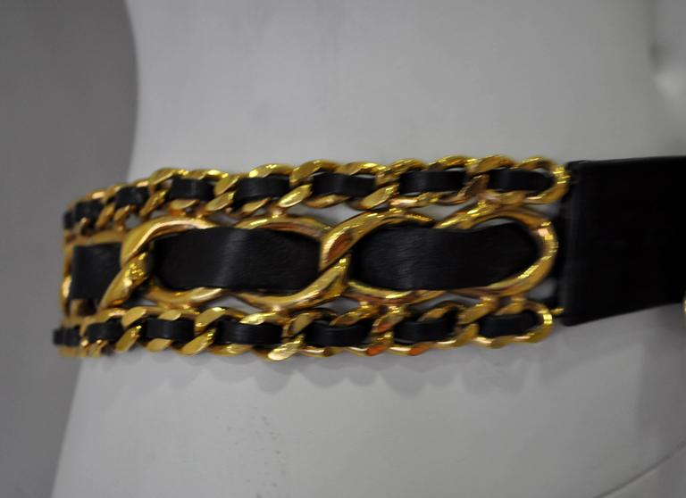 Classic Chanel Chunky Gold Tone Chain Link Black Leather Belt For Sale 1