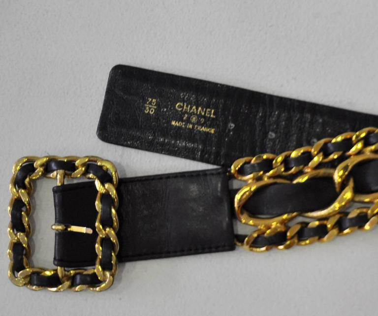 Classic Chanel Chunky Gold Tone Chain Link Black Leather Belt For Sale 2