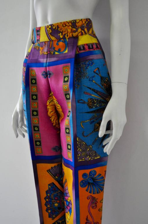 Iconoclastic Gianni Versace Medusa Pop Print High Waisted Pants In New never worn Condition For Sale In Athens, GR