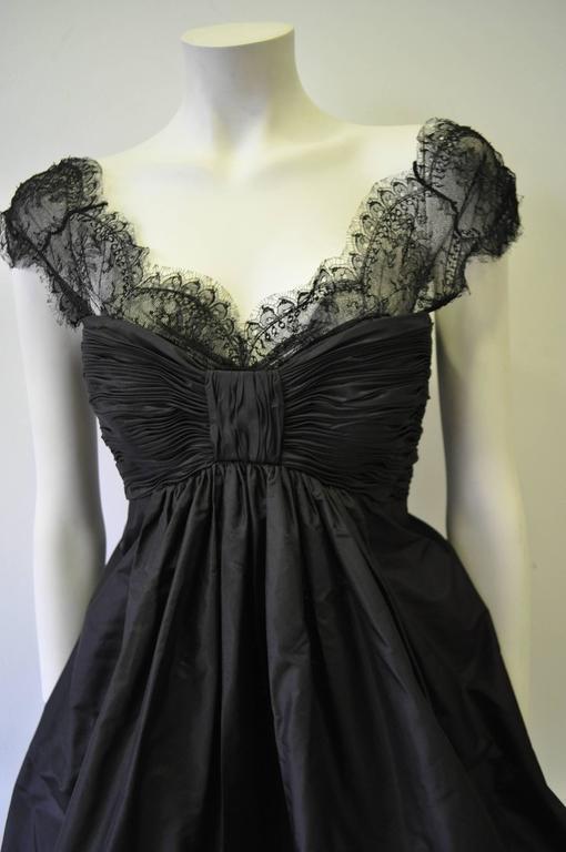 Haute Oscar de la Renta Black Silk Taffeta Bubble Cocktail Dress For Sale 1